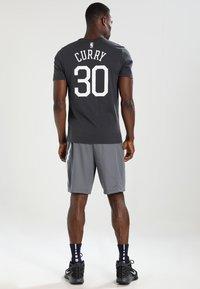Nike Performance - SHORT - Pantalón corto de deporte - cool grey/cool grey/white - 2