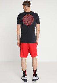 Nike Performance - SHORT - Pantalón corto de deporte - university red/university red/black - 2
