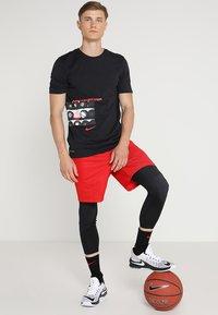 Nike Performance - SHORT - Pantalón corto de deporte - university red/university red/black - 1