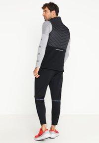Nike Performance - PHENOM  - Pantalones deportivos - black/reflective black - 2