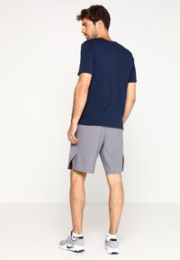 Nike Performance - SHORT - Pantaloncini sportivi - gunsmoke/black - 2