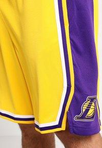 Nike Performance - LA LAKERS NBA SWINGMAN SHORT - Pantaloncini sportivi - amarillo/field purple/white - 3