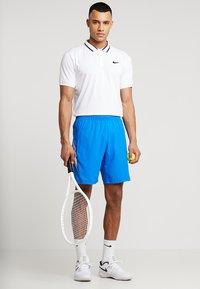 Nike Performance - DRY SHORT - Pantalón corto de deporte - signal blue/white - 1