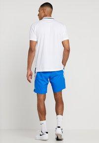 Nike Performance - DRY SHORT - Pantalón corto de deporte - signal blue/white - 2