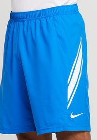 Nike Performance - DRY SHORT - Pantalón corto de deporte - signal blue/white - 4