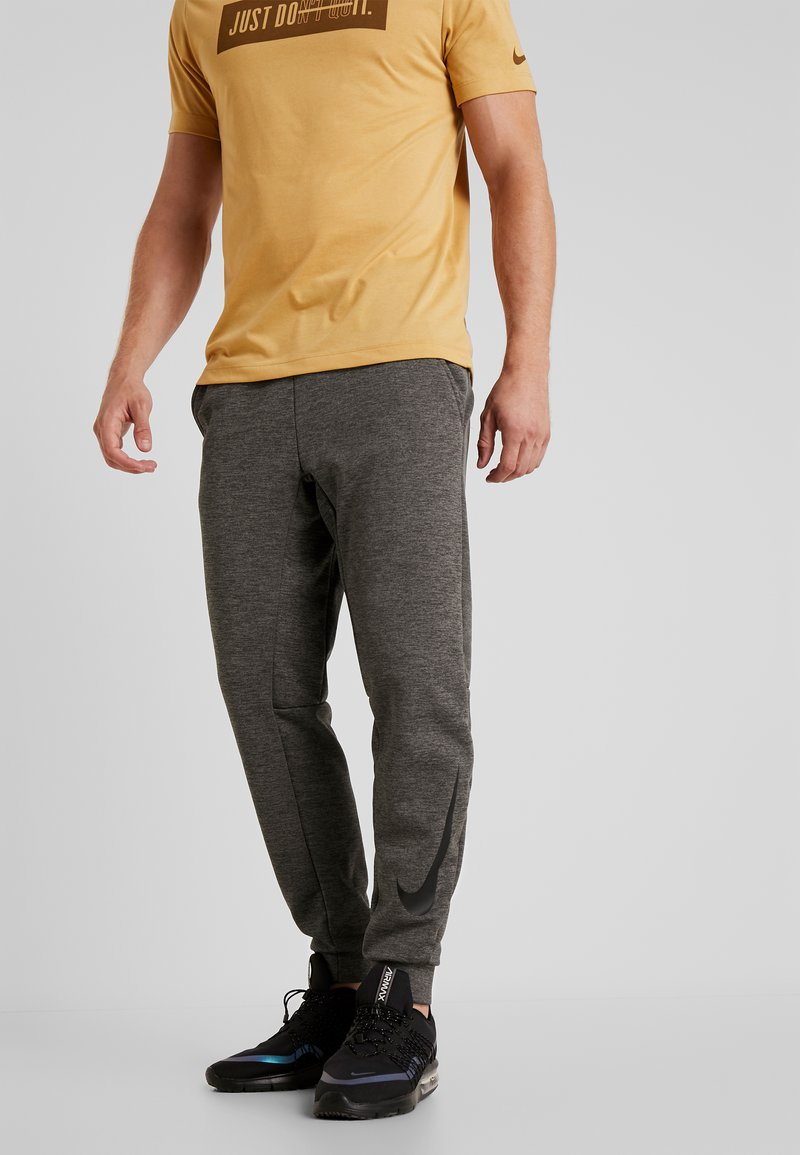 Nike Performance - THERMA PANT TAPER - Pantalones deportivos - charcoal heather/black