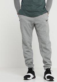 Nike Performance - PANT TAPER - Verryttelyhousut - dark grey heather/black - 0