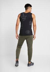 Nike Performance - PANT TAPER - Tracksuit bottoms - cargo khaki/black - 2