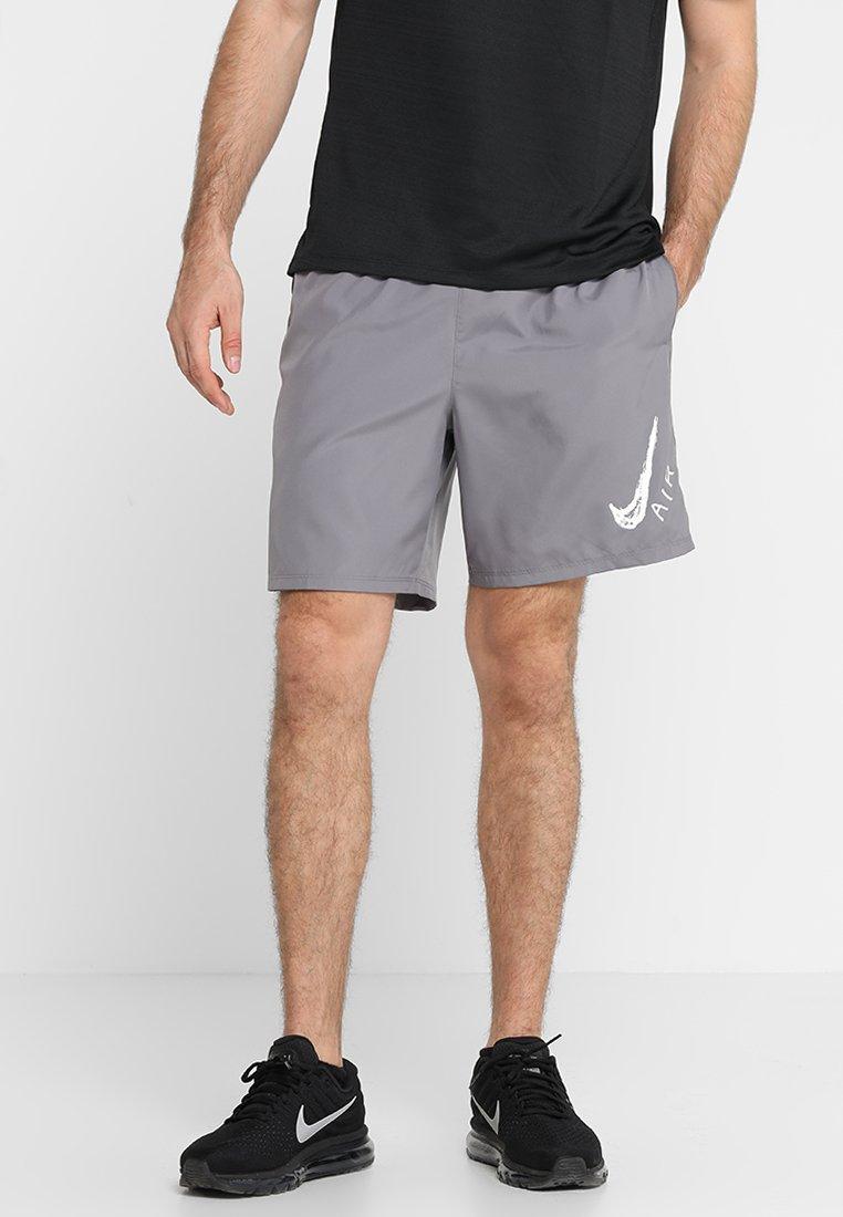 Nike Performance - RUN SHORT - Träningsshorts - gunsmoke/white