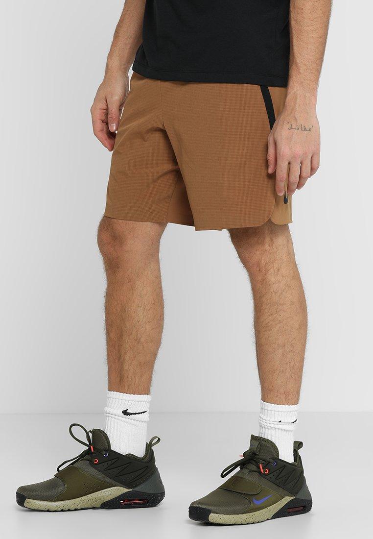 Nike Performance - kurze Sporthose - ale brown/black