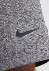 Nike Performance - M NK DRY SHORT HPRDRY LT - Träningsshorts - black/heather - 5