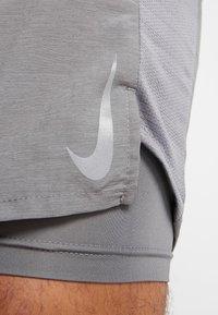 Nike Performance - CHALLENGER SHORT  - Urheilushortsit - gunsmoke/silver - 6