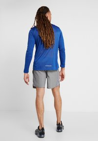 Nike Performance - CHALLENGER SHORT  - Pantalón corto de deporte - gunsmoke/heather/reflective silver - 2