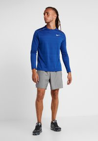 Nike Performance - CHALLENGER SHORT  - Pantalón corto de deporte - gunsmoke/heather/reflective silver - 1
