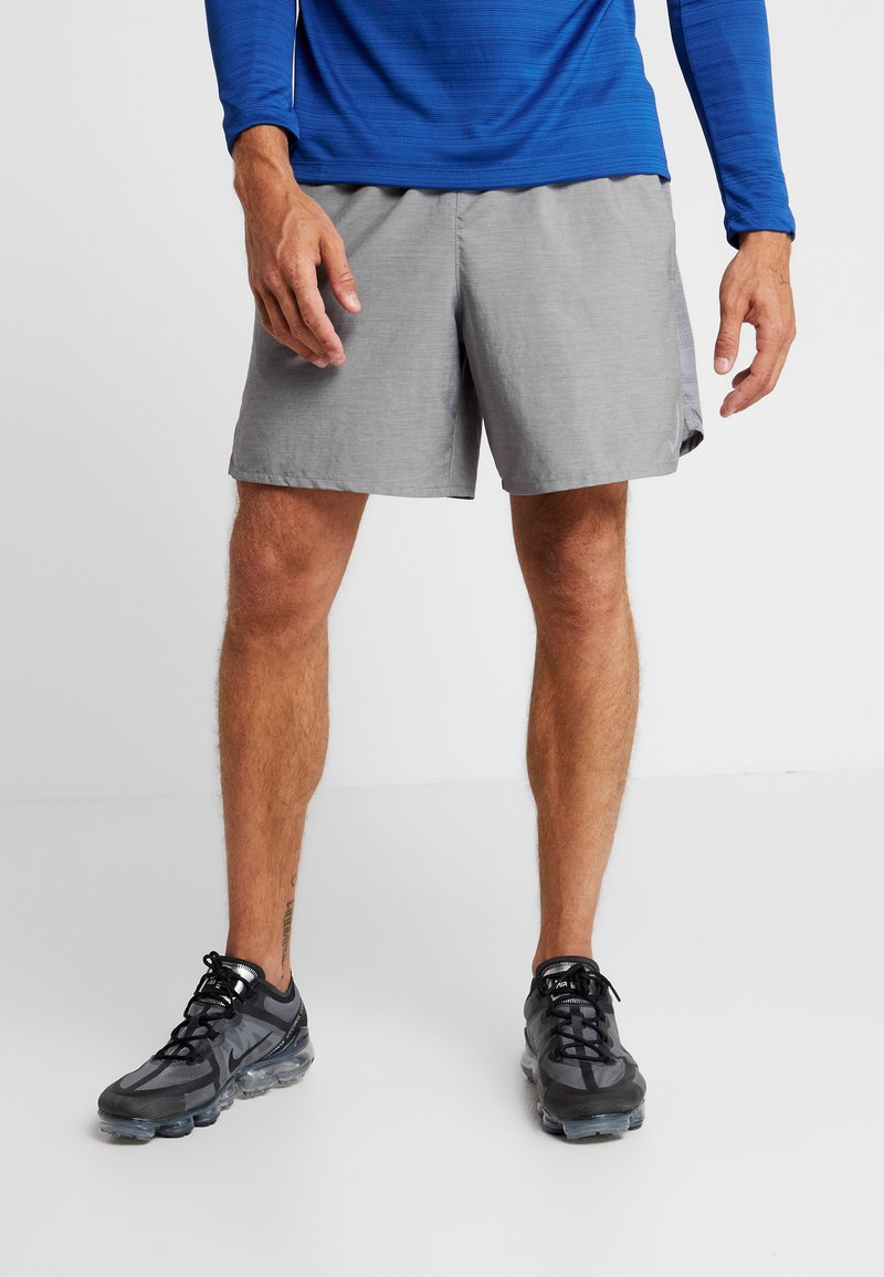 Nike Performance - CHALLENGER SHORT  - Pantalón corto de deporte - gunsmoke/heather/reflective silver