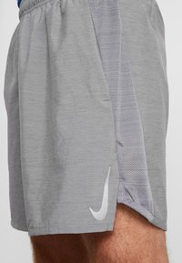 Nike Performance - CHALLENGER SHORT  - Pantalón corto de deporte - gunsmoke/heather/reflective silver - 4