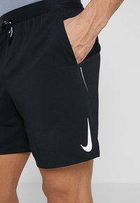 Nike Performance - M NK FLEX STRIDE SHORT 7IN BF - kurze Sporthose - black/silver - 3