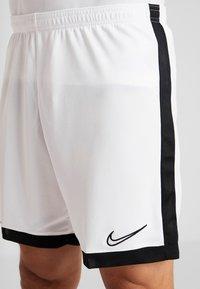 Nike Performance - DRY ACADEMY SHORT  - kurze Sporthose - white/black - 4