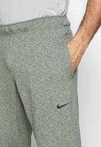 Nike Performance - M NK DRY PANT HPR DRY LT YOGA - Tracksuit bottoms - galactic jade/black - 4