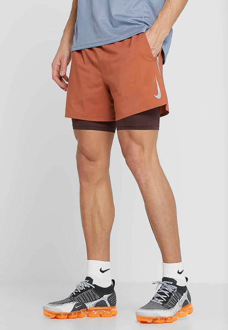 Nike Performance - STRIDE SHORT  - Urheilushortsit - dusty peach/el dorado/reflective silver