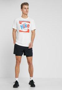 Nike Performance - STRIDE SHORT  - kurze Sporthose - black/black/reflective silver - 1