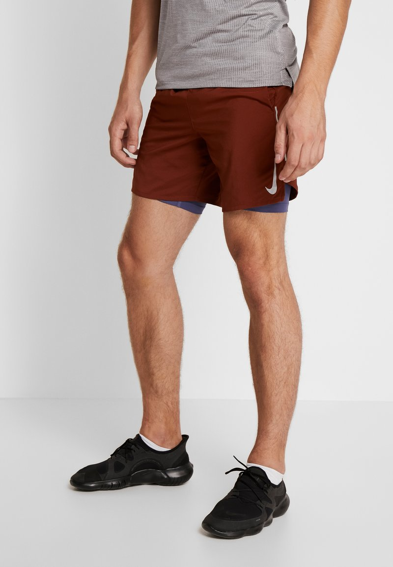 Nike Performance - STRIDE SHORT  - Träningsshorts - cinnamon/sanded purple/reflective silver