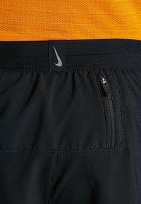 Nike Performance - STRIDE SHORT  - Sportovní kraťasy - black/silver - 6