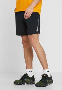 Nike Performance - STRIDE SHORT  - Sportovní kraťasy - black/silver - 0