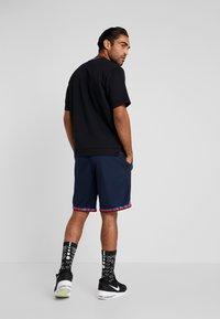 Nike Performance - DRY DNA SHORT 2.0 - Pantalón corto de deporte - obsidian/team orange - 2