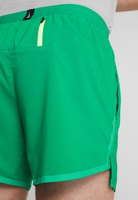 Nike Performance - AIR FLEX STRIDE - Träningsshorts - lucid green/silver