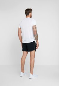 Nike Performance - AIR FLEX STRIDE - Sports shorts - black/volt/silver - 2