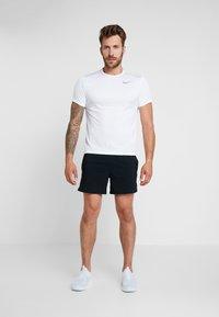 Nike Performance - AIR FLEX STRIDE - Short de sport - black/volt/silver - 1