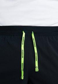Nike Performance - AIR FLEX STRIDE - Short de sport - black/volt/silver - 5
