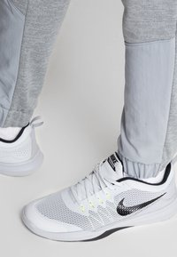 Nike Performance - DRY PLUS - Tracksuit bottoms - particle grey/heather/black - 3