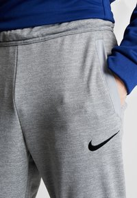 Nike Performance - DRY PLUS - Tracksuit bottoms - particle grey/heather/black - 4