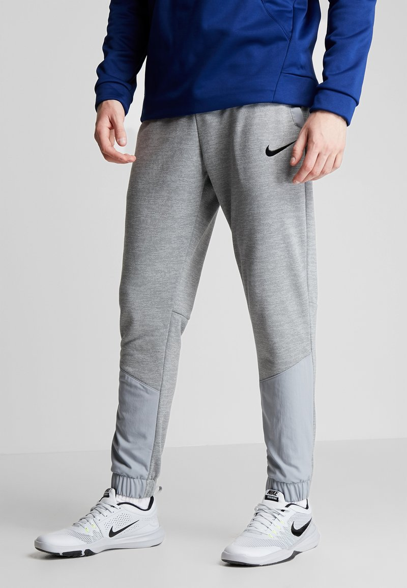 Nike Performance - DRY PLUS - Teplákové kalhoty - particle grey/heather/black