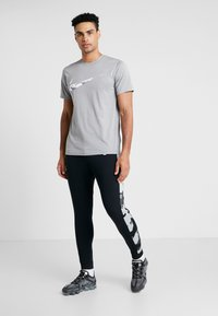 Nike Performance - CAMO - Pantalones deportivos - black/smoke grey/white - 1