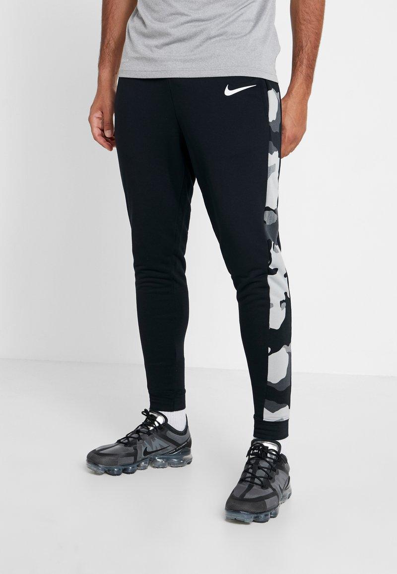 Nike Performance - CAMO - Pantalones deportivos - black/smoke grey/white