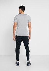 Nike Performance - CAMO - Pantalones deportivos - black/smoke grey/white - 2