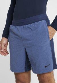 Nike Performance - M NK FLX SHORT YOGA - Short de sport - midnight navy/ocean fog/black - 4