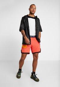 Nike Performance - Krótkie spodenki sportowe - ember glow/kumquat/black/bright violet - 1
