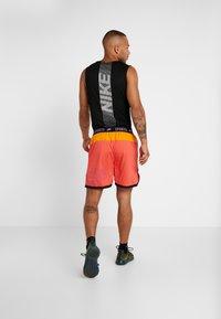 Nike Performance - Short de sport - ember glow/kumquat/black/bright violet - 2
