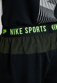 Nike Performance - Pantaloncini sportivi - black/sequoia/habanero red/electric green - 6