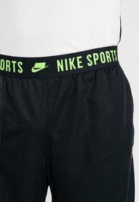 Nike Performance - Short de sport - black/sequoia/habanero red/electric green - 3