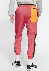 Nike Performance - FLEX PANT - Pantalon de survêtement - orange - 2