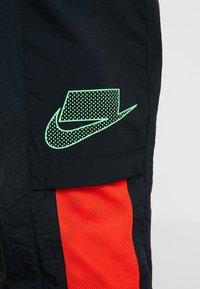 Nike Performance - FLEX PANT - Teplákové kalhoty - black/sequoia/habanero red/electric green - 6