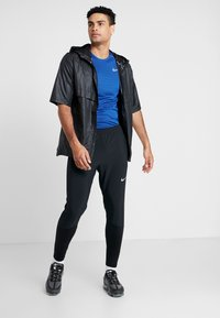 Nike Performance - ESSENTIAL PANT - Pantalon de survêtement - black/reflective silver - 1