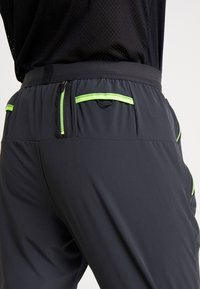 Nike Performance - WILD RUN HYBRID PANT - Joggebukse - black/off noir/habanero red - 5