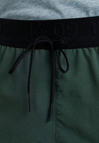 Nike Performance - SHORT - Träningsshorts - galactic jade/blackreflective black - 6