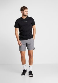 Nike Performance - FLEX REPEL SHORT - Träningsshorts - charcoal heather/black - 1